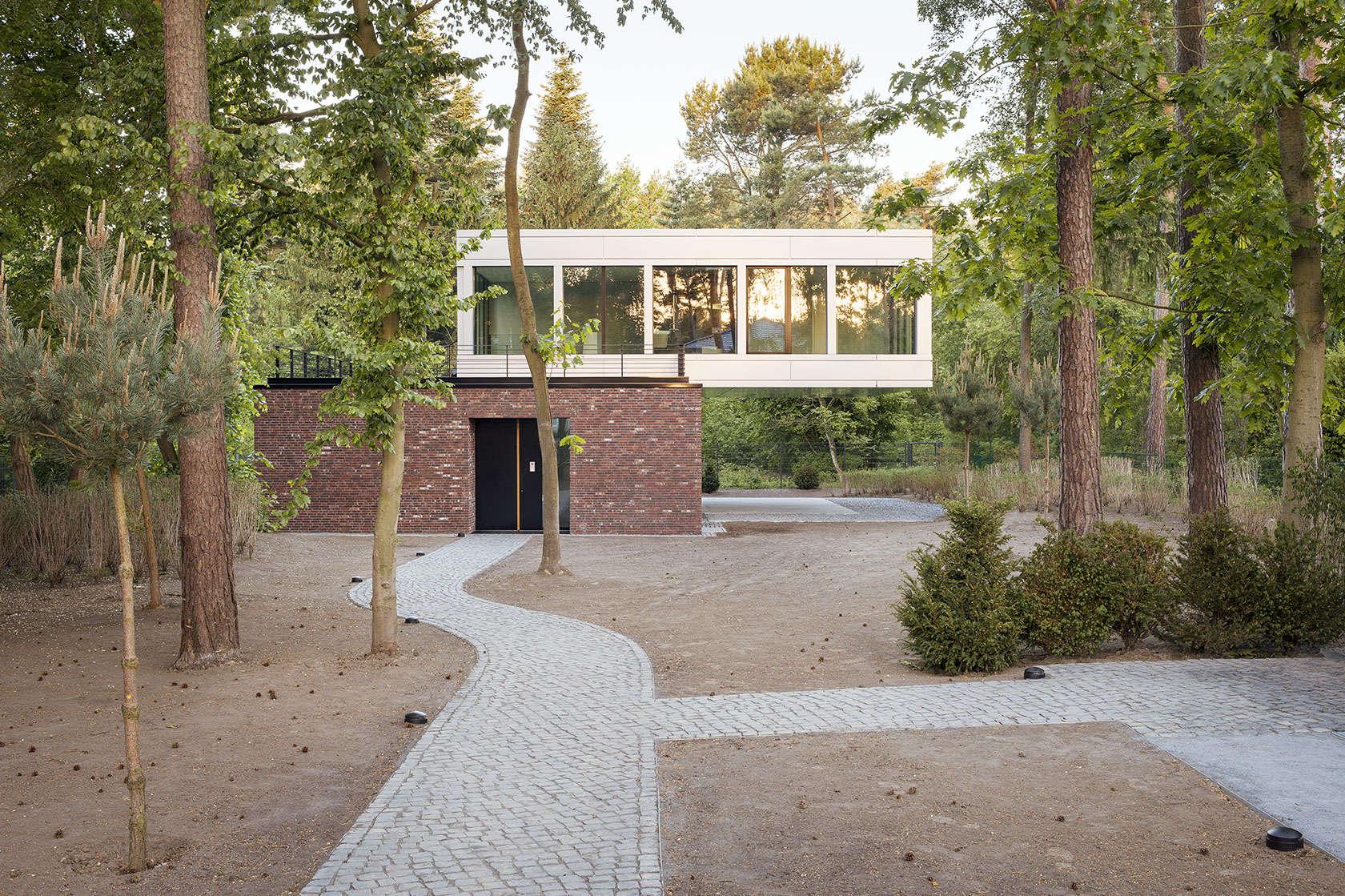 villa in potsdam architizer. Black Bedroom Furniture Sets. Home Design Ideas