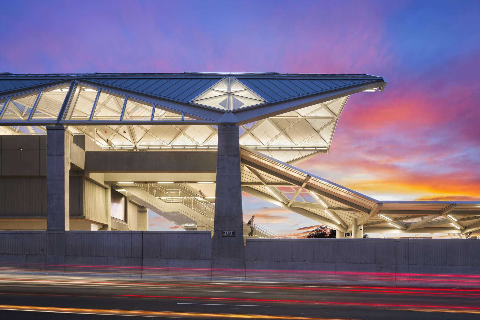 dulles corridor metrorail project If you have questions or concerns regarding construction activity on phase 2 of  the dulles corridor metrorail project, please call our construction hotline.