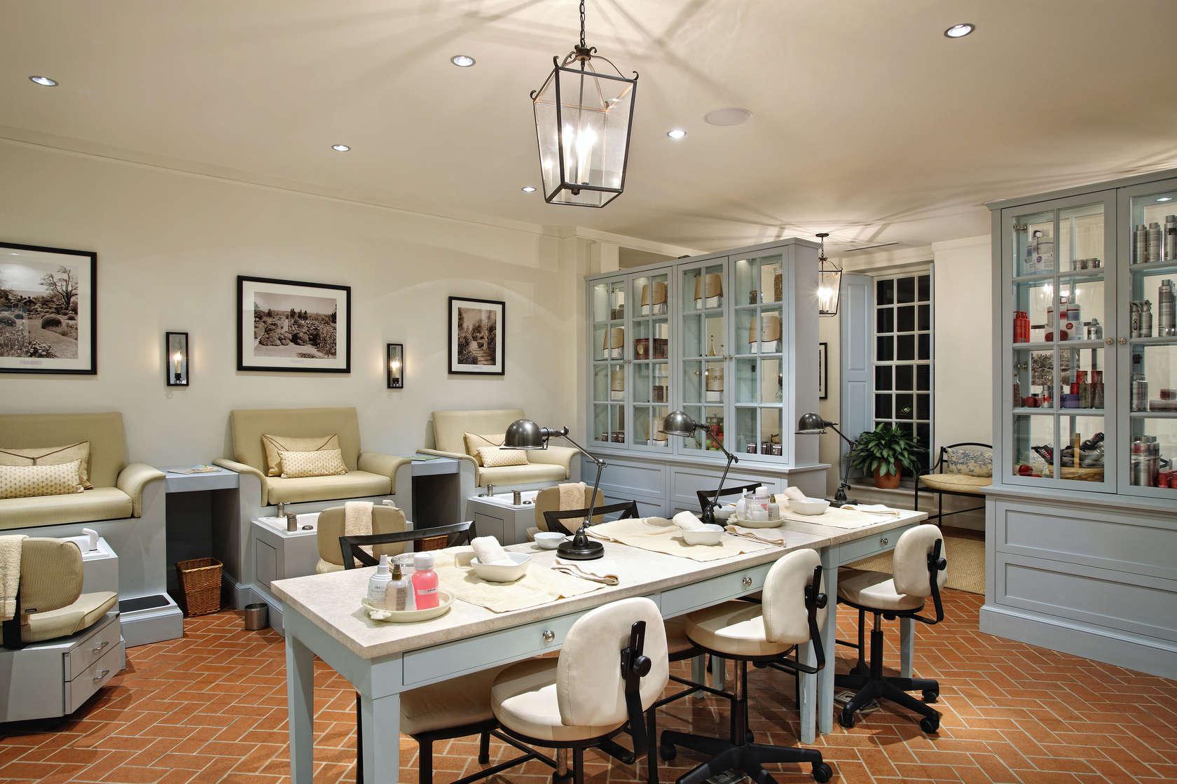 Colonial williamsburg spa architizer - Salon colonial design ...