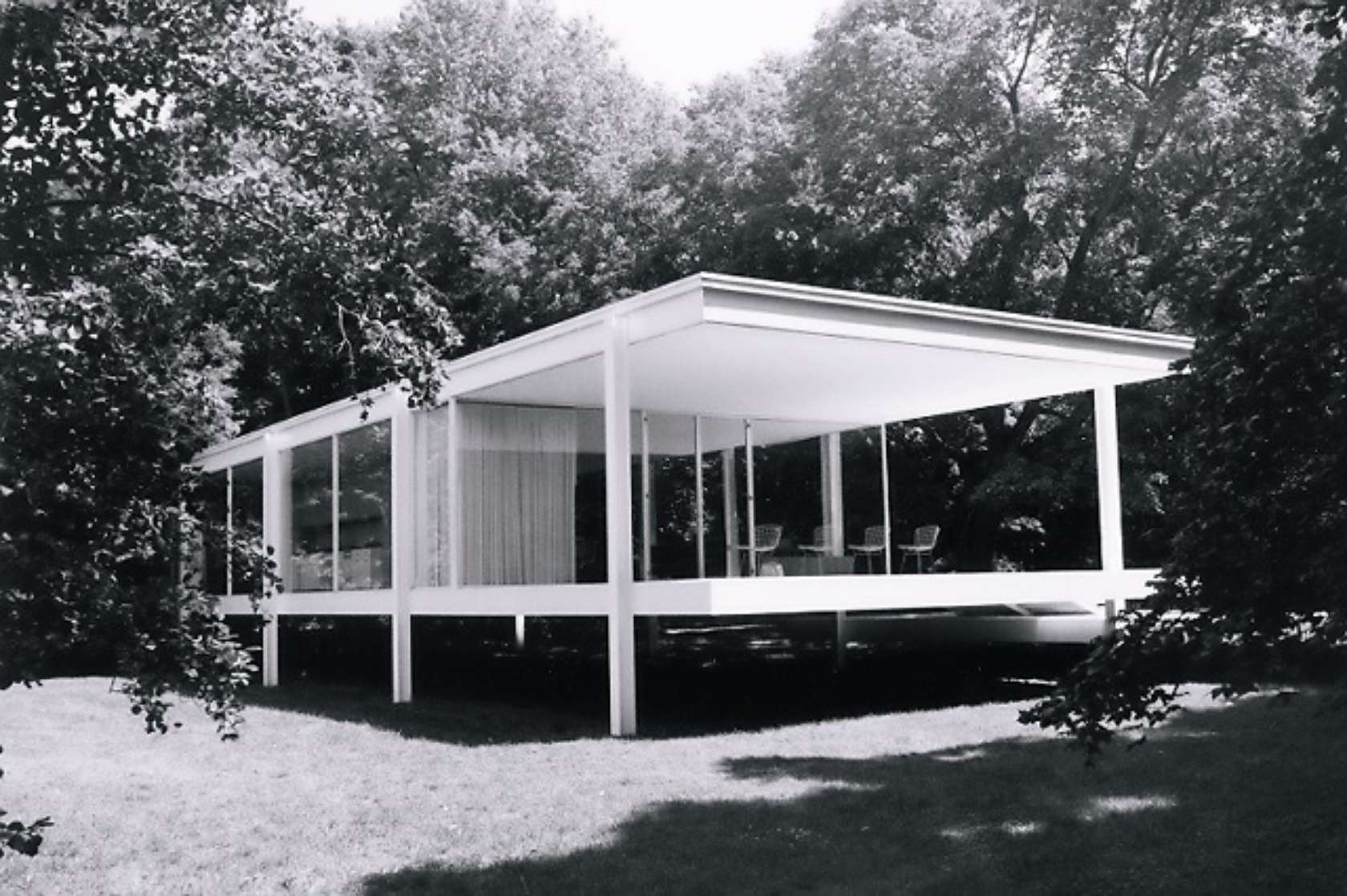 mies van der rohe 39 s farnsworth house a book by paul. Black Bedroom Furniture Sets. Home Design Ideas