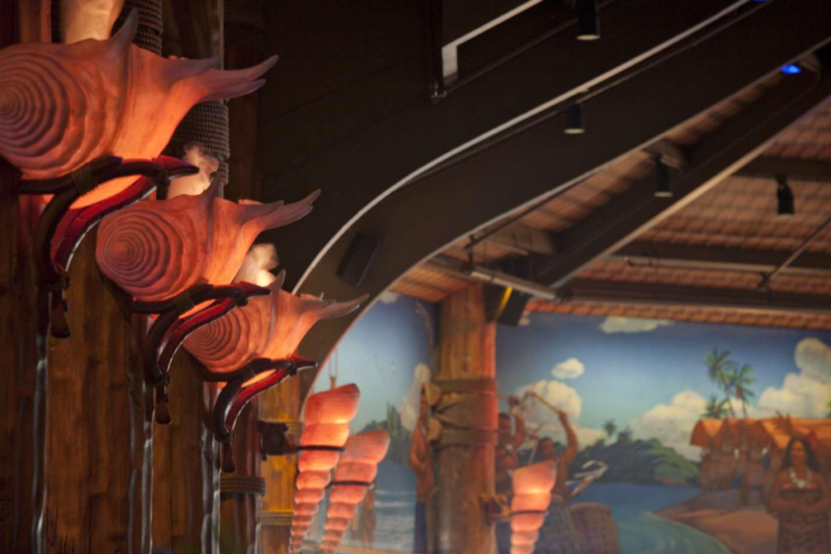 ゲートウェイ・レストラン 貝殻の照明