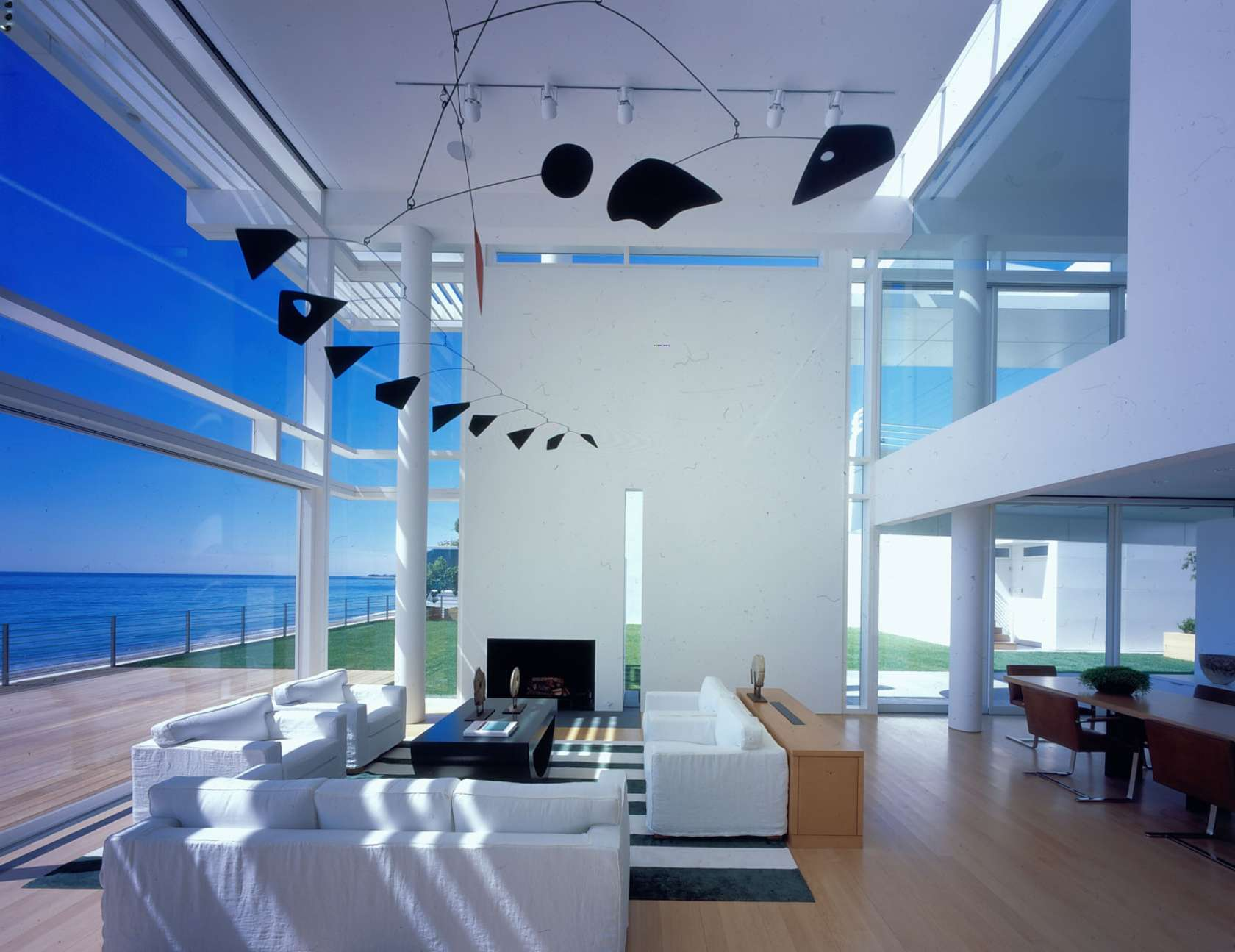 Richard meier partners architects architizer for Beautiful beach house interiors