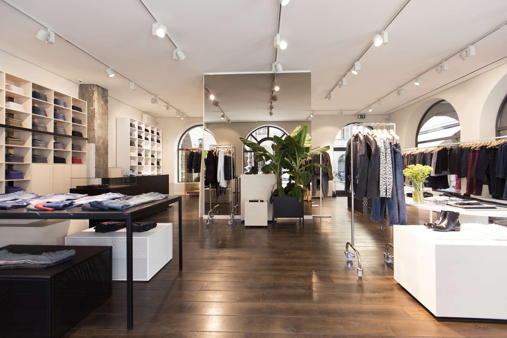 Closed monobrand store architizer for Interior design munich