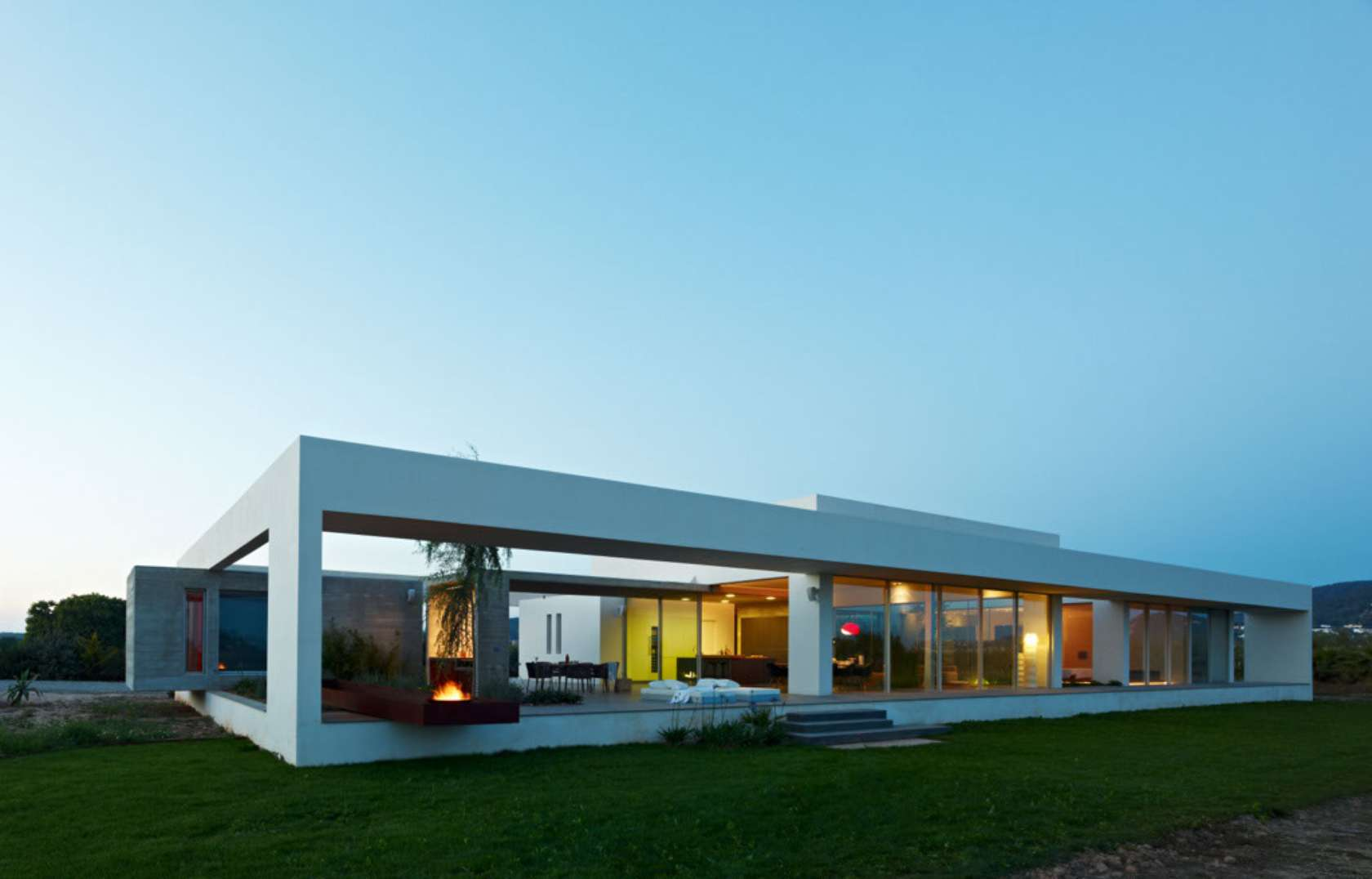 Simple and modern house architecture design with glass for Modern home design app