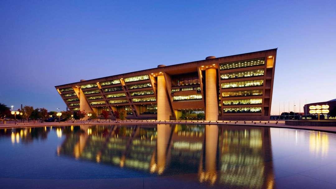Najpoznatije svetske arhitekte - Page 3 46846c2fd2b1777af5ef2f174be026bc
